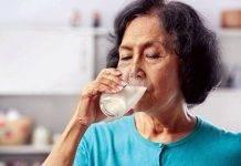 Người cao tuổi nên uống sữa gì